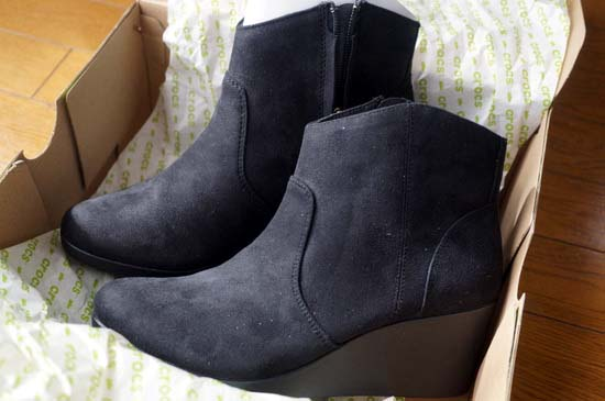 crocs-leigh-synthetic-suede-wedge-bootie-w
