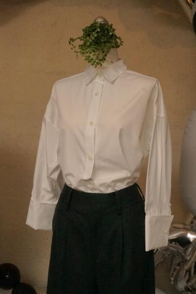 キッチリ白シャツ