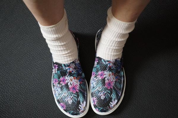 クロックスと靴下