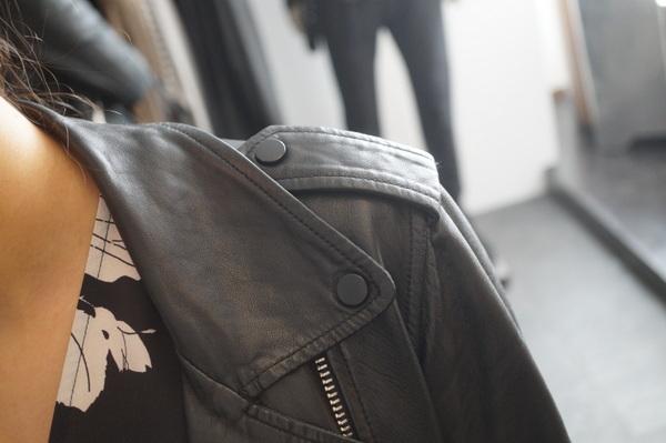 革ジャンの肩章