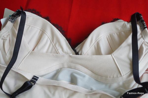お胸の横流れや下垂を防ぐ