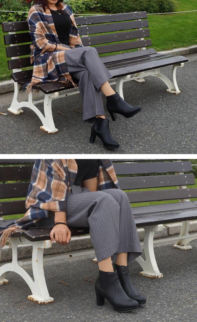 椅子に座って