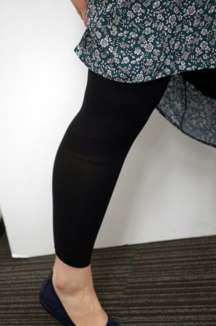 膝が伸びるレギンス