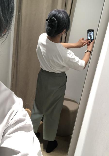 抜け感シルエット5分袖(白)とタイトスカート